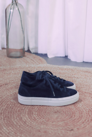 Loria Low Navy Suede