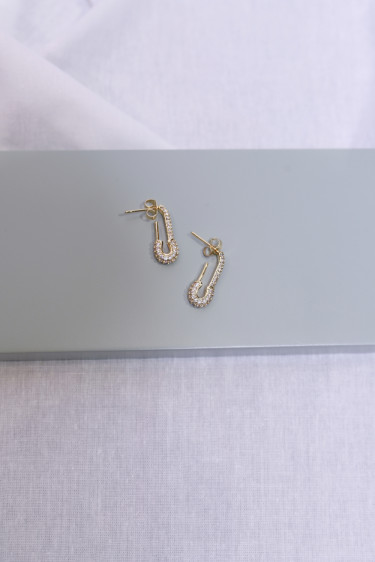 Pin up earring small clear