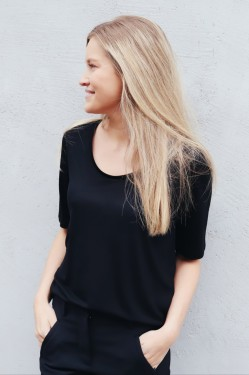 Tencel Scoop-neck Tee Black
