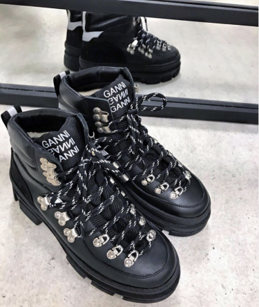 Sporty Hiking Black