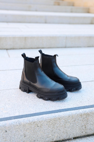 CALF LEATHER LOW CHELSEA BOOT BLACK