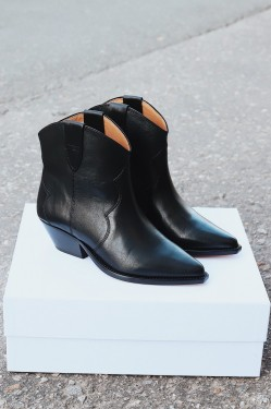 DEWINA Low Boots Black