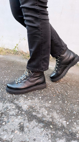 HIKING GRAINED LEATHER Black
